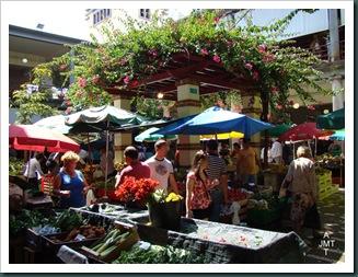 DSC03320-BIS-Funchal-marché aux fruits cour intérieure BW