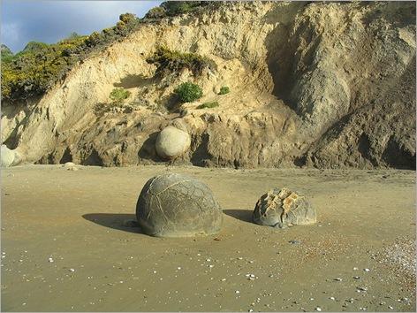Mysterious Moeraki Boulders 08