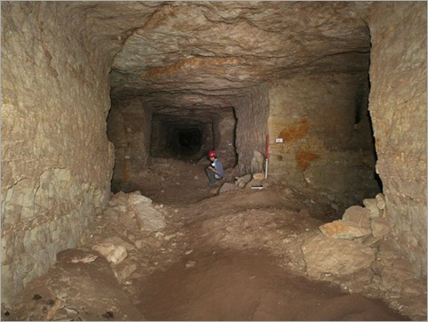 04-egypt-dog-mummies-amidst-passageways