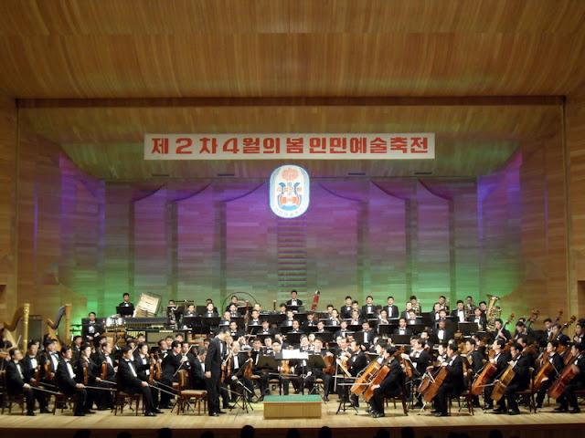 Fotos de las Crónicas de Un Viaje a Corea Teatro%20de%20la%20Orquesta%20Sinf%C3%B3nica%20Estatal%20%284%29