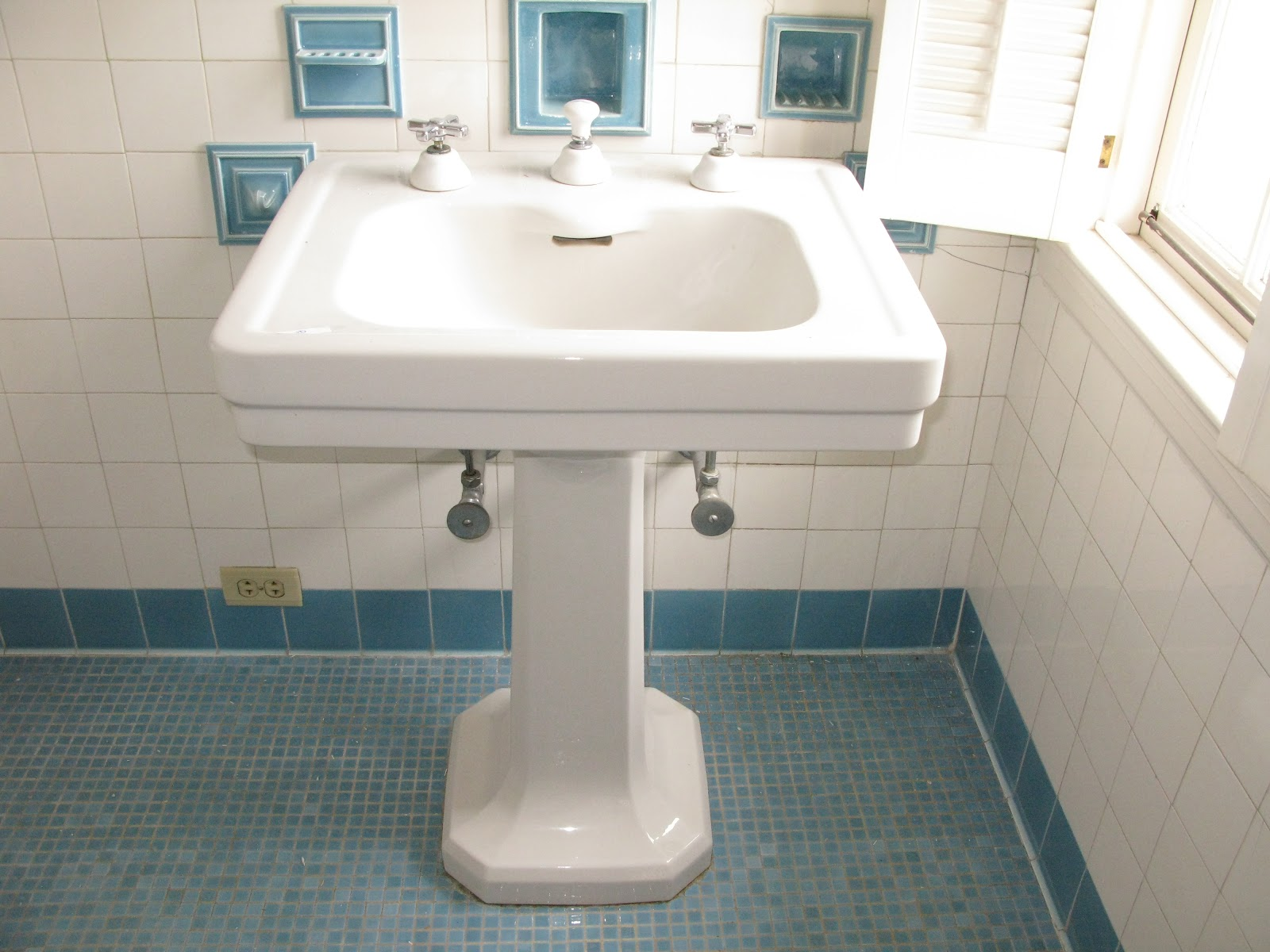 Cool White Pedestal Sink With Integral Filler Spout
