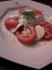 Salada Caprese c sorvete de manjericão