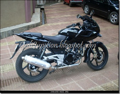 Pulsar 220 DTSi Right View