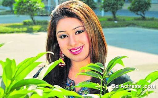 Bangladeshi Actress Apu Biswas-08