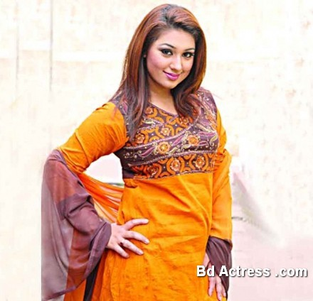 Bangladeshi Actress Apu Biswas-15