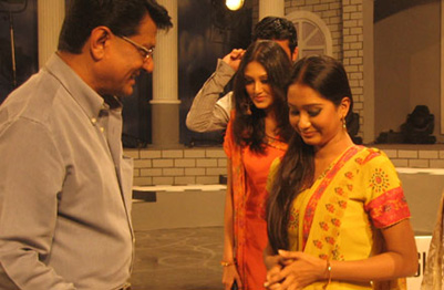 Momo Lux Channel i Super Star talking with a Actor