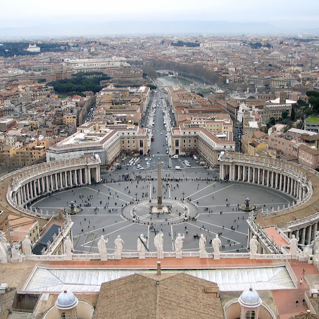 Saint_Peter's_Square.jpg