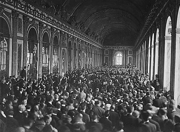 Treaty_of_Versailles_Signing,_Hall_of_Mirrors.jpg