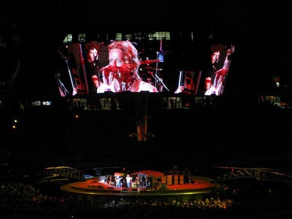 U2-Feb11 051