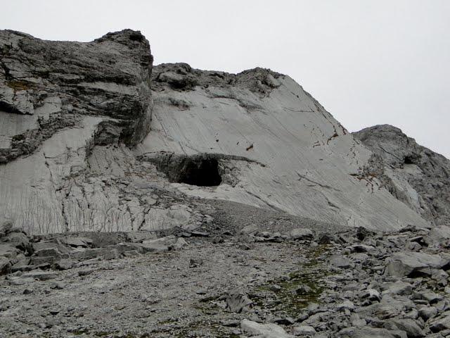 nos acercamos a la cueva