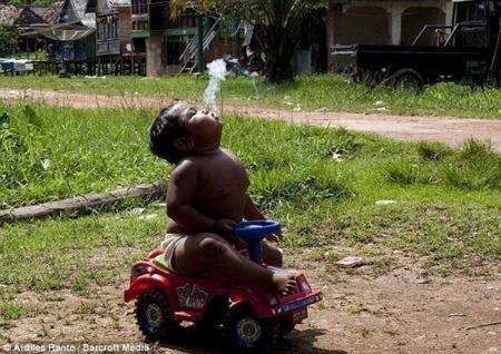 هاردي ريزال أصغر طفل مدخن في العالم