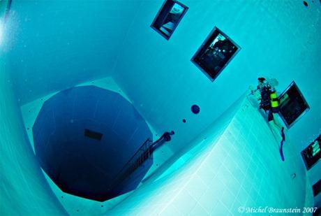 pool hole - فتحة المسبح
