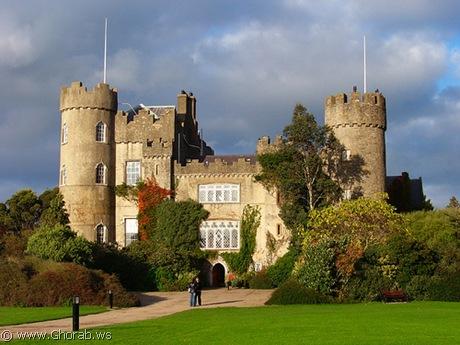أجمل 42 قلعة حول العالم  Malahide_castle%5B7%5D