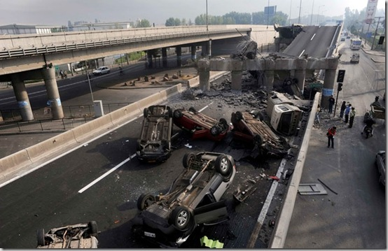 Cars lie overturned after the highway they were travelling on was destroyed in an earthquake in Santiago February 27, 2010. A powerful earthquake that struck Chile on Saturday killed at least 82 people across the country, the interior minister told reporters. REUTERS/Marco Fredes (CHILE - Tags: DISASTER ENVIRONMENT IMAGES OF THE DAY)