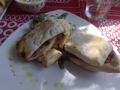 Ciabatta con pollo grille y tomates secos - Demuru - Honduras 5296 - Capital Federal - Argentina