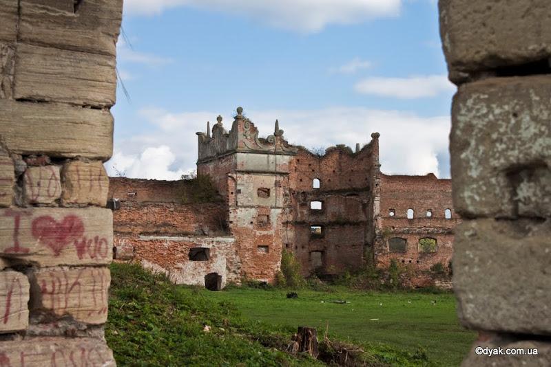 Руїни замку в Старому селі