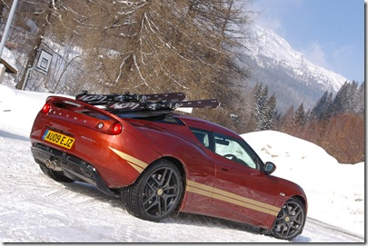 Evora reprises James Bond Esprit with skis, Argentiere, Chamonix