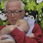 Silje faldt i søvn i Farfars arme