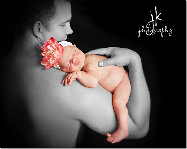 Daddy's girl bw reverse WEBLOGO copy_edited-1