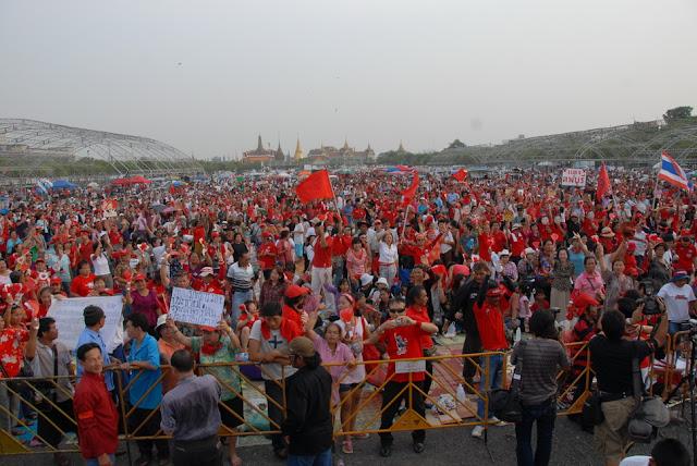 เอารูป Red Reunion มะวาน (25 เมษา) ชุมนุมที่สนามหลวง มาฝากครับ