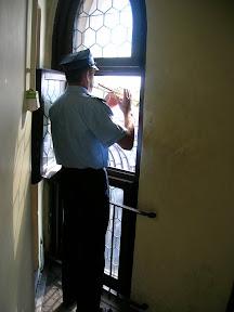 077 - Toque de trompeta en la torre de Santa María.JPG