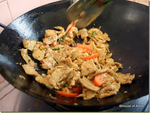 stir-frying pork with turmeric