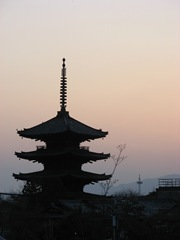 A pagoda at sunset in Kyoto, Japan. This has nothing to do with 64-bit Windows, but it is quite pretty.