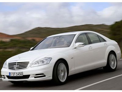 Mercedes begins sales of the hybrid version of sedan S 400