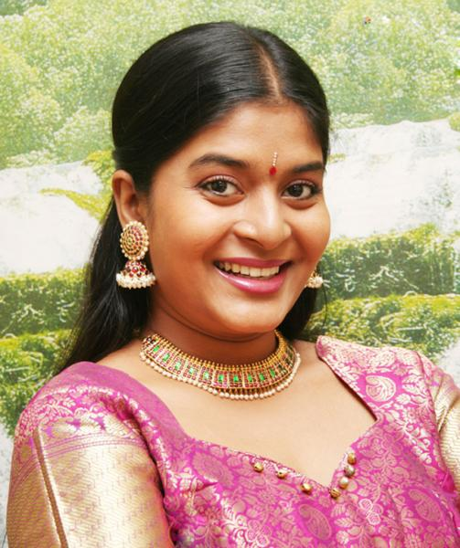 Mallu actress picturess with transparent saree<br />