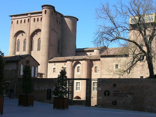Palais de la Berbie vu de la place Sainte-Cécile...