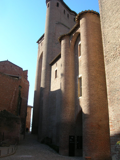 Palais de la Berbie : entrée du musée TL et accès aux jardins...