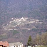 Ein Bergdorf gegenüber
