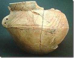 vasija de perfil bitroncocónico con decoración de acanaladuras en el hombro edad del hierro