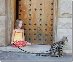kathrin-stucki-photos-savannah-cat-and-daughter-5