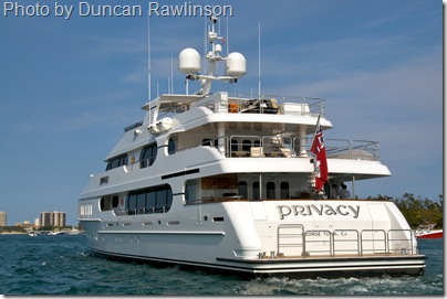 tiger woods yacht privacy stern view