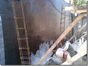 pekerjaan waterproofing dinding dengan bahan bitumen