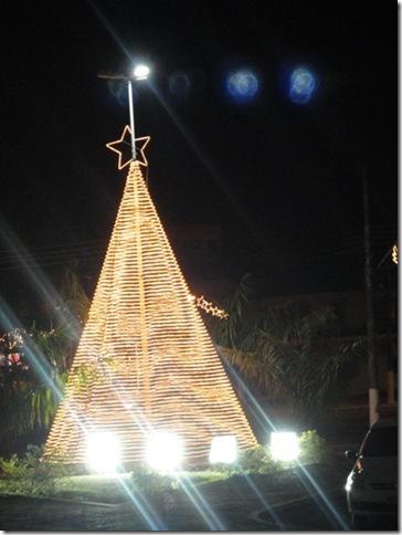 Arvore de Natal, em frente ao Teatro das Bacabeiras