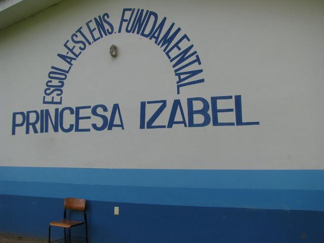 Col�gio Princesa Izabel, em funcionamento desde sua funda��o, em 1948. Divide terreno com a Superintend�ncia Federal do Minist�rio da Agricultura, em PVH, Rond�nia