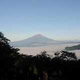 塔から丹沢山への縦走路から望む富士山。
