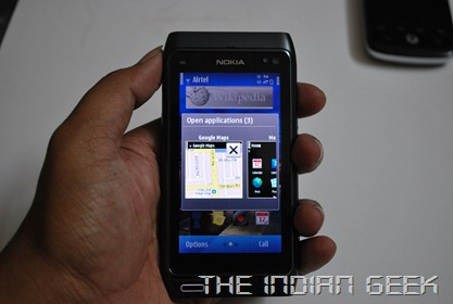Nokia N8 - In hand