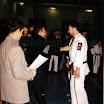 Одесса 2000г. Браян Чик вручает медаль за 2-ое место соревнования эмбу