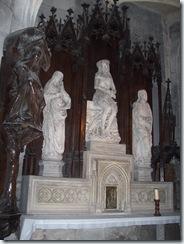 2010.08.20-013 statues de l'autel dans l'église Notre-Dame