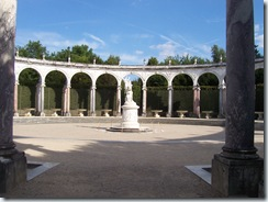 2010.08.20-033 colonnade