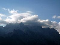 Vrhovi Julijcev v oblakih
