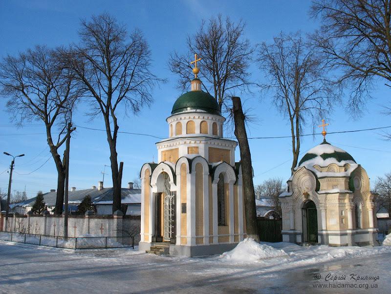 каплички на території Троїцького монастиря