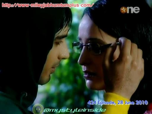 Sanaya irani kiss