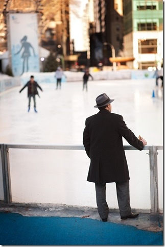 hat-watching-skaters