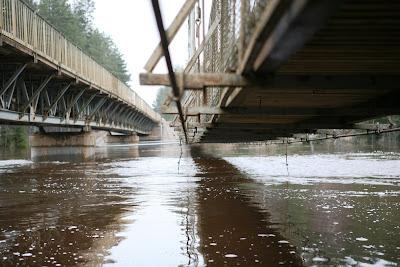 Apdraudētais un slēgtais gājēju tilts pie Rāmniekiem II