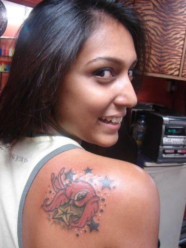 rihanna star tattoos. Hand Star Tattoo Girl