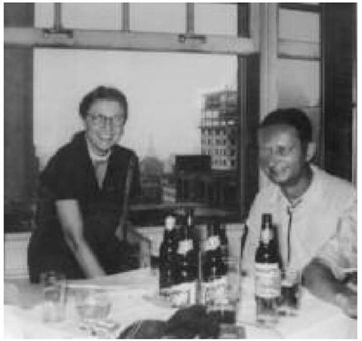 Leigh Brackett with the writer Robert Bloch in New York, 1956 (Brackett estate)